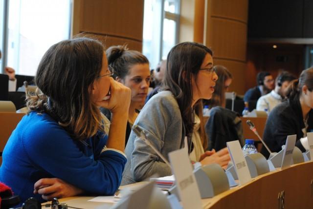 Sara Lafuente y Marta Mateos denuncian ante el Parlamento Europeo las expulsiones de Comunitarios